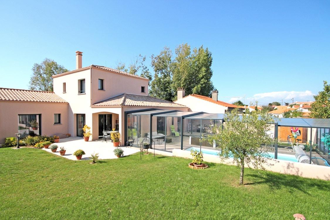 Maison individuelle SATOV avec un immense jardin et une piscine